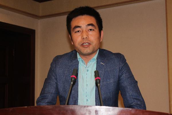 诉讼法学研究会副秘书长田锦在自治区法学会常务理事扩大会议上交流发言