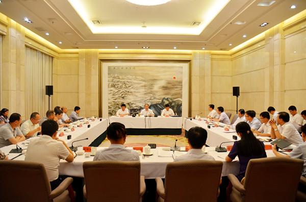 中国法学会调研组召开座谈会