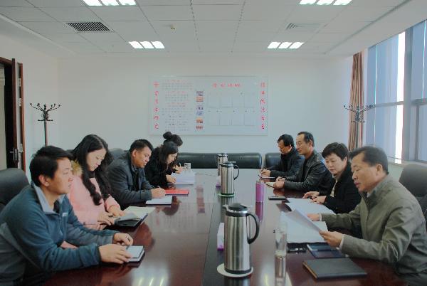 自治区法学会机关中心组学习十八届六中全会精神