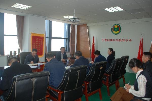 自治区党委政法委常务副书记张自军调研指导法学会工作